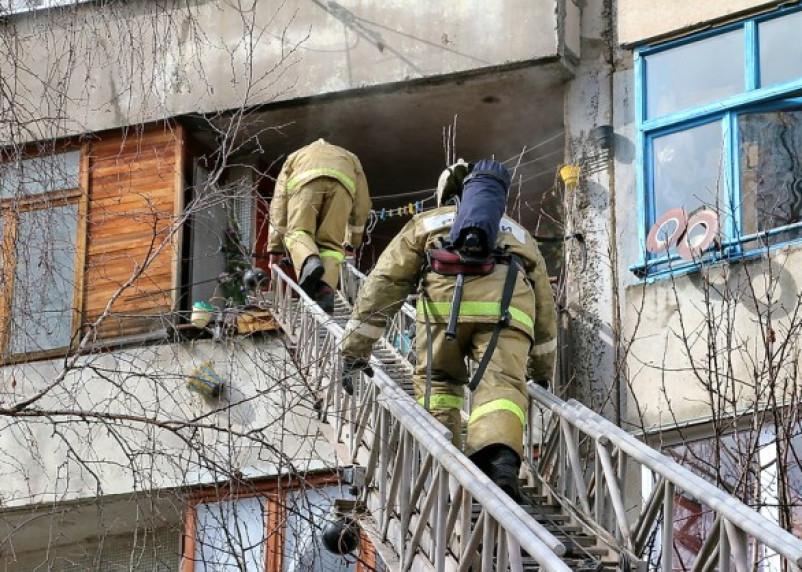 Смоленские пожарные спасли троих человек