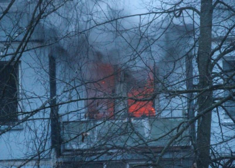 В поселке Красный Смоленской области из огня эвакуированы семь человек