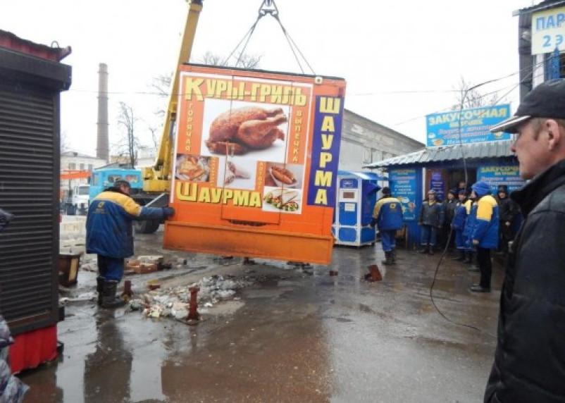 Ремонт теплотрассы в Смоленске обернулся масштабным сносом ларьков