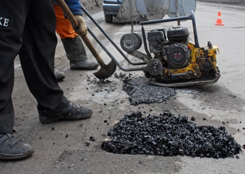 На Пятницком путепроводе в Смоленске начался ямочный ремонт