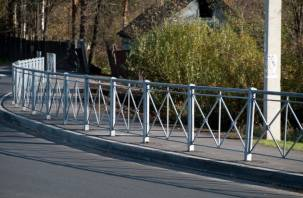 В Смоленске восстанавливают перильные ограждения