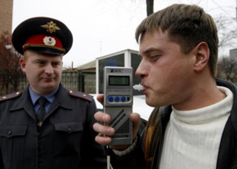 В понедельник смоленских водителей попросят «дыхнуть в трубочку»