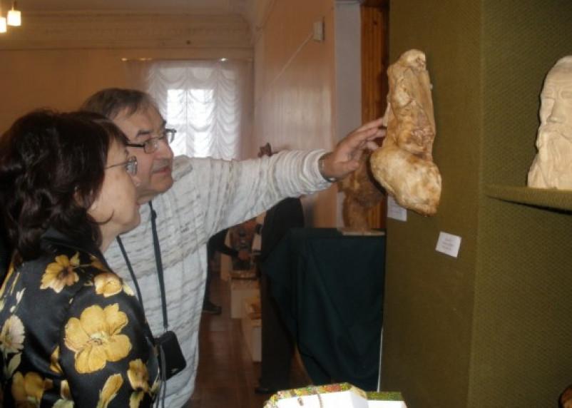 В Смоленске проходит выставка деревянных скульптур