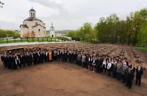 В Смоленске сотрудники УМВД и УФСБ высадили фруктовый сад