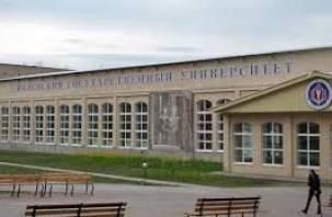 Авария на водопроводной линии в центре Смоленска до сих пор не устранена