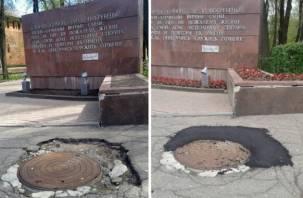 «Пендель» от Народной в действии. Городские службы принялись ремонтировать памятники