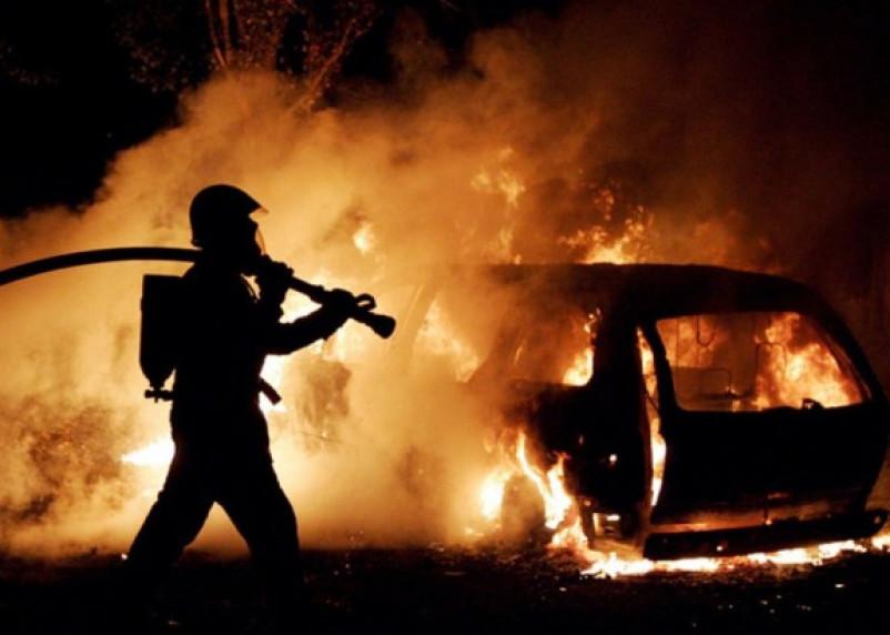 В Смоленской области пожарным не удалось уберечь от огня легковушку