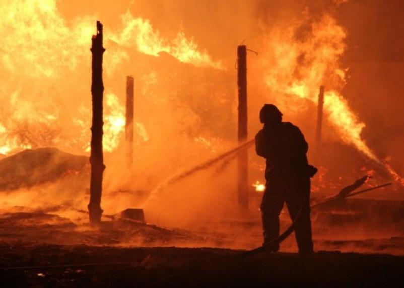 При пожаре в Новодугинском районе пострадал человек