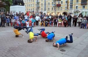 В Смоленске стартовал арт-проект под открытым небом «Встречи у Микешина»
