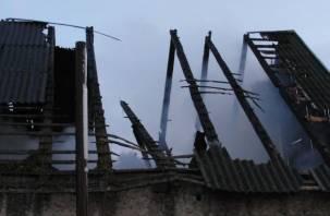 Огонь уничтожил дом в Сафоновском районе