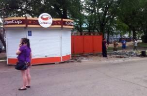 Зачем Смоленску мэрия? Бизнесмен возвел в центре города трамвайную остановку