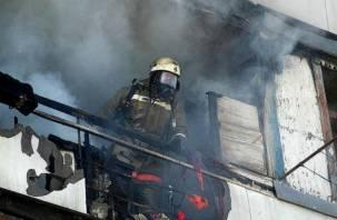 В Смоленске из-за выброшенного окурка произошел пожар на балконе