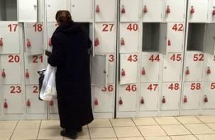 В микрорайоне Королевка в Смоленске женщина украла чужую сумку из ячейки в супермаркете