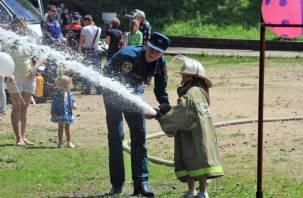 В Смоленске МЧС устроило праздник для детей. Фоторепортаж