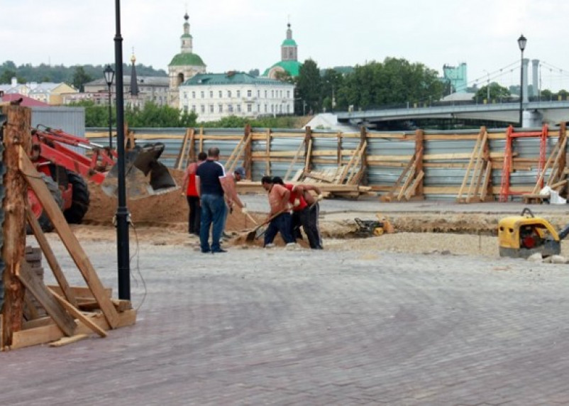 В Смоленске начали облицовку постамента памятника князю Владимиру