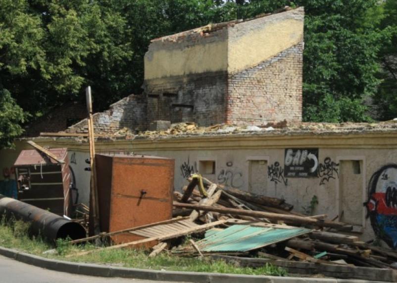 Смоленские власти сносят «баню под липками»