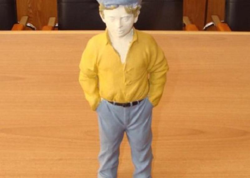 Кукла на подмену. Смолянам представили фигурку мальчика взамен потерянной