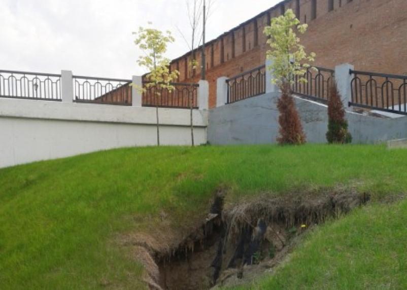 Набережная Днепра в Смоленске может обрушиться вместе с крепостной стеной