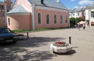 В Смоленске у «шахматного клуба» убрали парковку