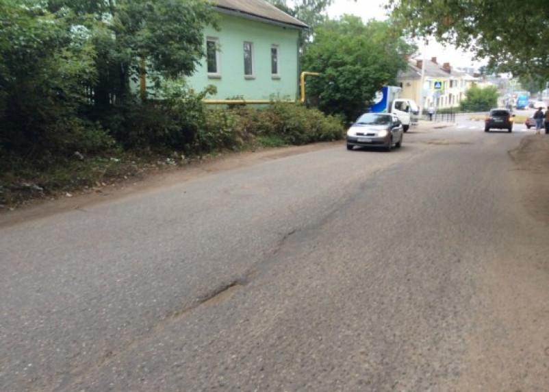 «Кирпич» не помеха. Водители массово нарушают правила движения по Верхне-Профинтерновской