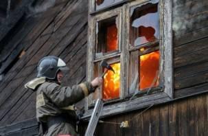 В Смоленске горят бараки
