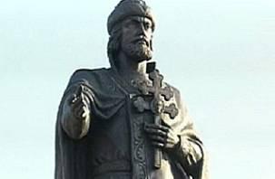 В Смоленске памятник князю Владимиру водружен на постамент