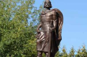 В Рославле установлен бронзовый князь Ростислав