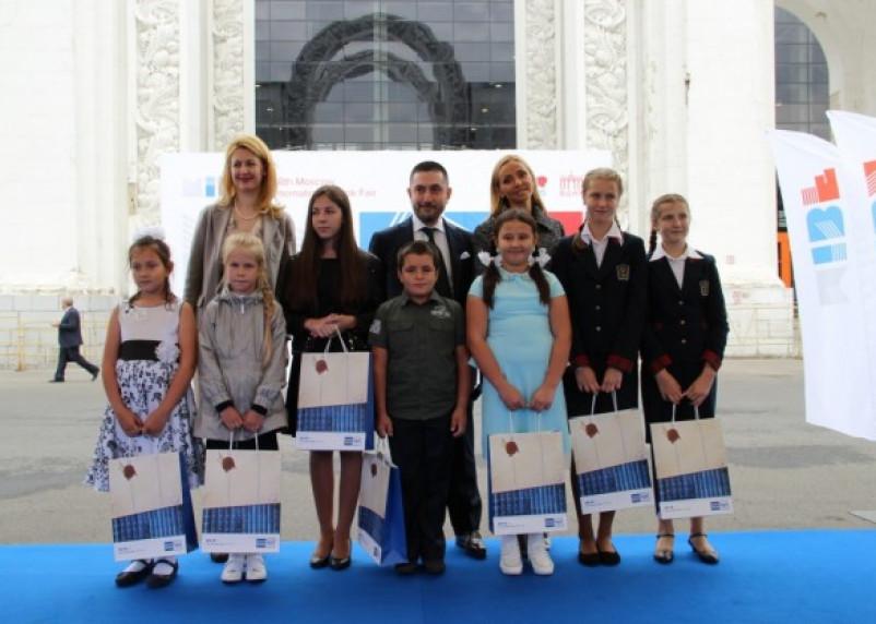 Татьяна Навка наградила самого читающего смоленского школьника