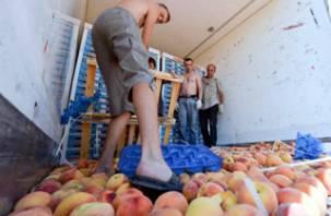 Белорусы через Смоленск пытались провезти сомнительные персики