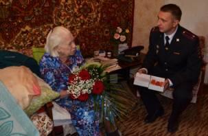 Смоленской пенсионерке вернули похищенные медали