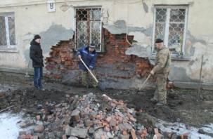 В обрушении стены жилого дома в Смоленске обвинили «лежачего полицейского»