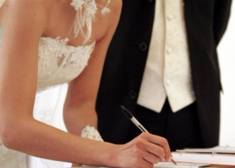 В Смоленске сократилось число браков и рождений детей