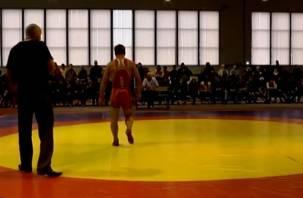 Смоленский борец Антон Власенков стал чемпионом турнира памяти Алексеюка