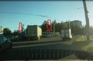 В Смоленске фура влетела в трамвай