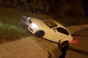 Очередной гонщик застрял на путепроводе по улице Беляева в Смоленске