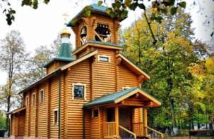 В Рославльском районе освятили Крестовоздвиженский храм