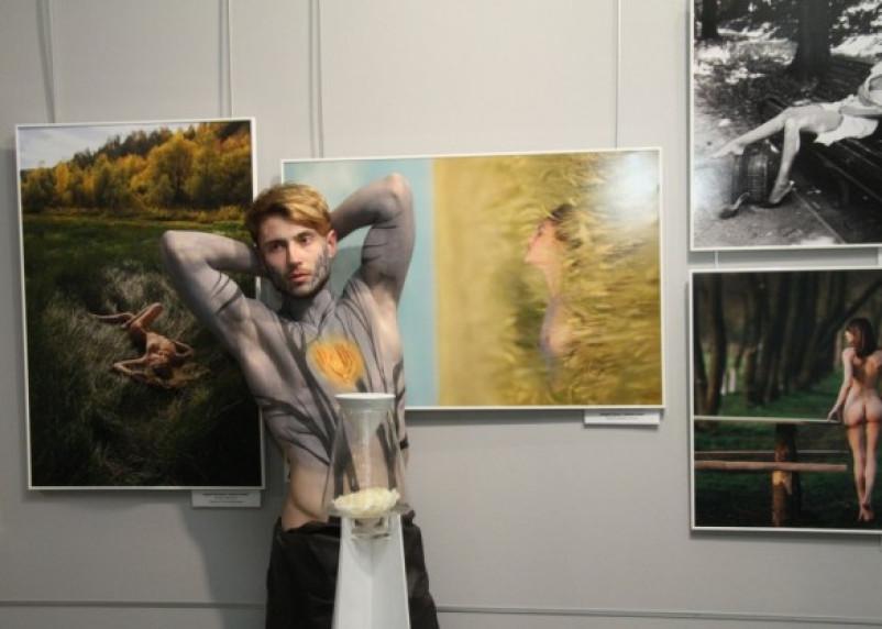 В Смоленске открылась ароматная фотовыставка в стиле ню