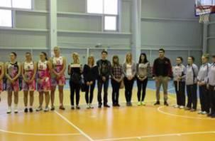 В Смоленске состязались гиревики, шахматисты и баскетболисты