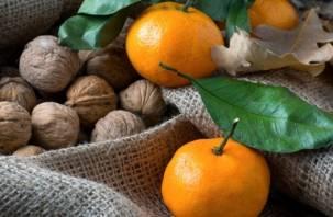 Орехи и мандарины запретили везти через Смоленск
