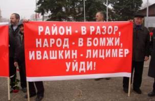 Местные жители требуют отставки главы Руднянского района