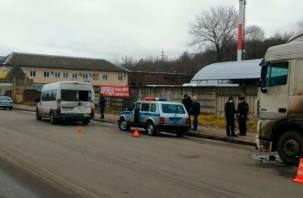 В Смоленске фура протаранила маршрутку с пассажирами