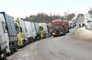 На границе Смоленской области с Беларусью — огромные очереди из грузовых фур