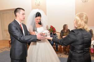 В Смоленске поздравили юбилейную семейную пару