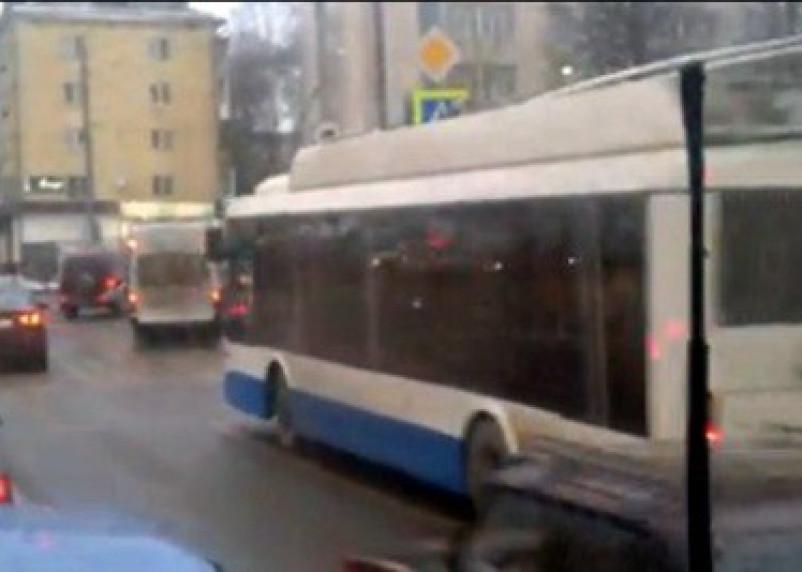 В Смоленске появился бесконтактный троллейбус