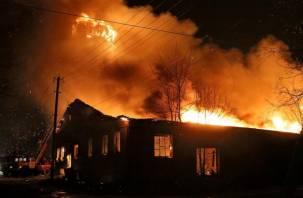 Сильный пожар на территории психбольницы тушили почти всю ночь