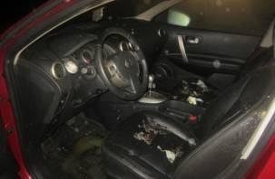 Смолянин поссорился с возлюбленной и поджег ее машину