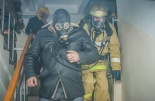 Пожарные спасли человека на улице Ломоносова