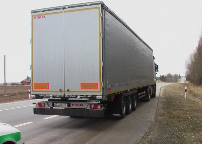 В Смоленской области столкнулись два грузовика. Есть пострадавший