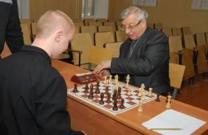Заключенные смоленского СИЗО сыграли в шахматы с мастером спорта