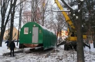 В Смоленске появился храм в перевозной «бочке»